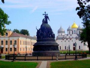 В-Новгород Памятник